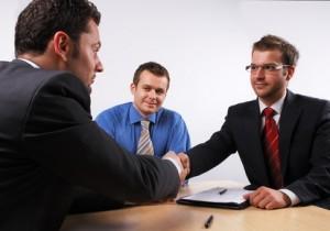 10 gestes à éviter en entretien d'embauche